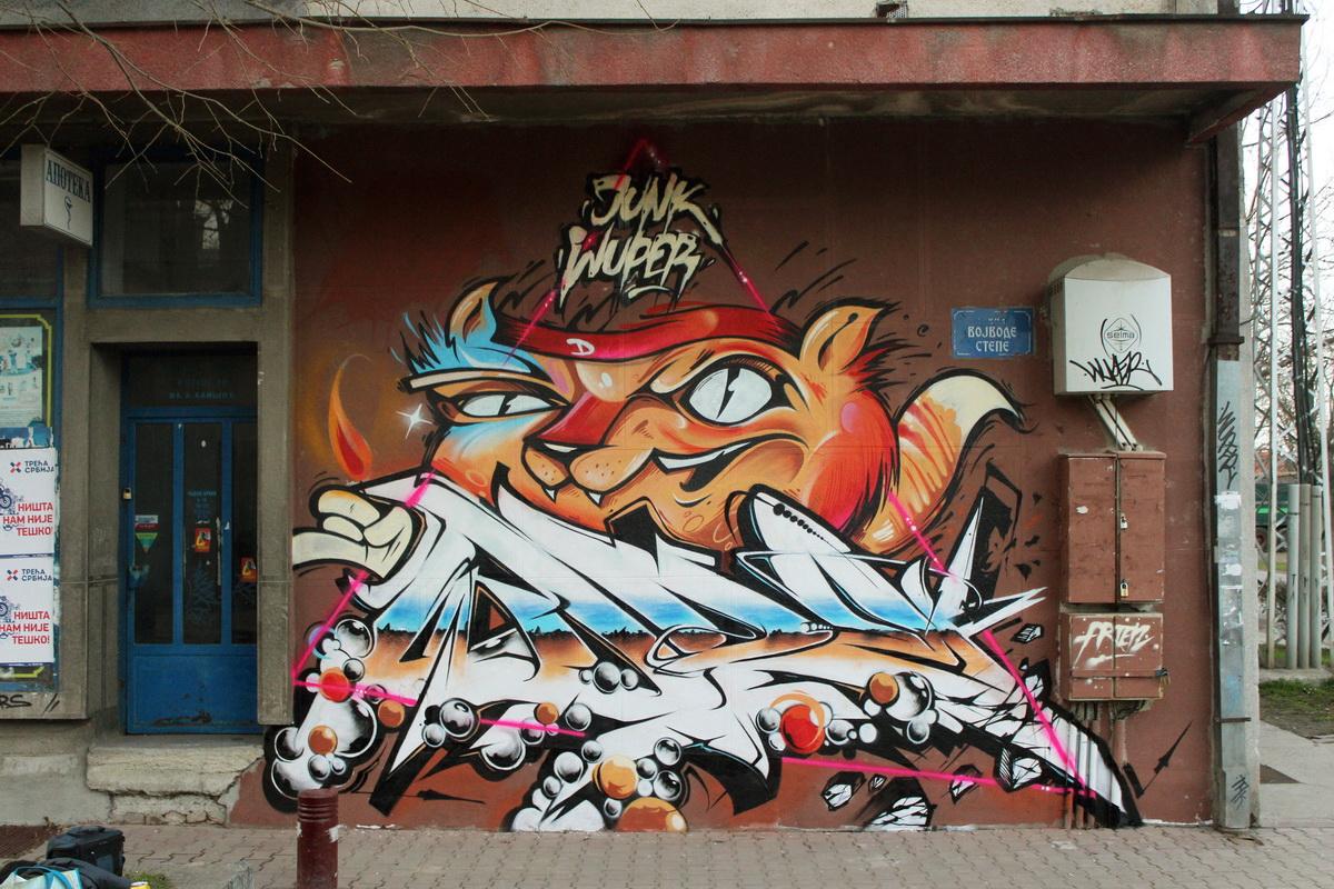 Wuper i Junk, Indjija